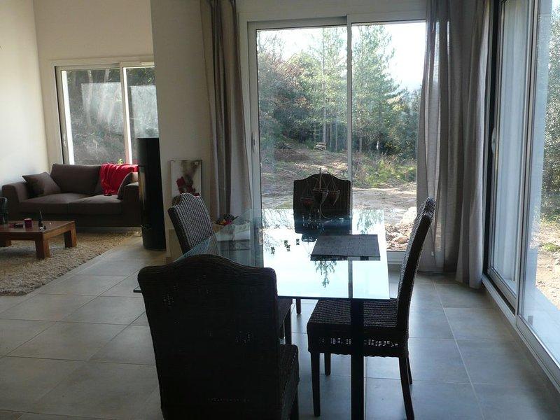 Confortable villa meublée.  location pour curiste. 2 à 4 pers. 2 chambres, holiday rental in Bedarieux