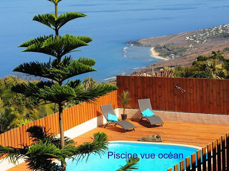 LEU BLEU AUSTRAL, Chambre double avec Pt. déj., Cuisine, Piscine, Vue Océan, casa vacanza a Saint-Leu