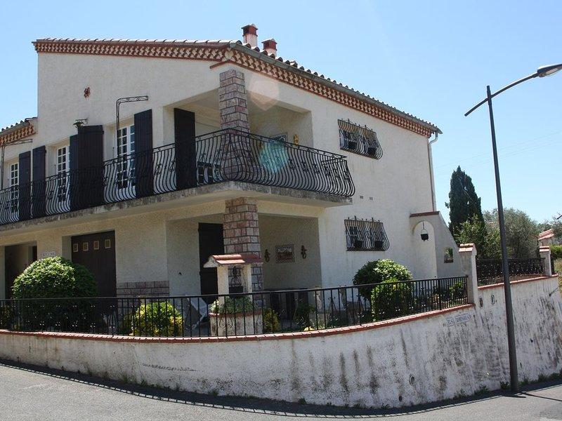 Villa spacieuse avec terrasse panoramique, alquiler vacacional en Canohes