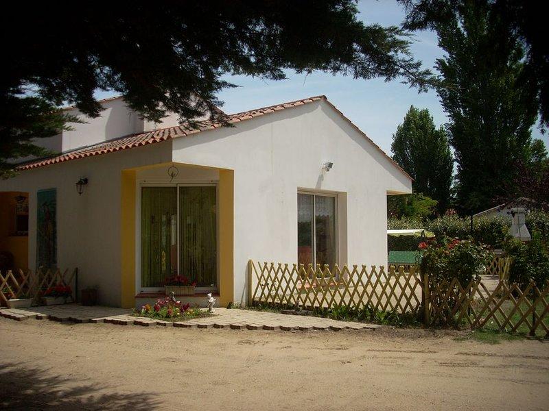 Fromentine, Maison100 m2, wifi gratuit, tout confort, idéale famille, vacation rental in Beauvoir-Sur-Mer