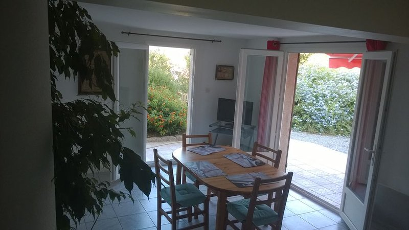 rez de villa AFA à 15 km d'Ajaccio, holiday rental in Sarrola-Carcopino