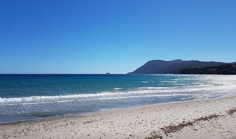Villa en bord de mer (6 à 10 personnes), holiday rental in Tamaris-sur-Mer