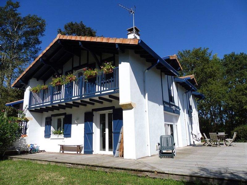 Spacieuse maison familiale à 10mn de Biarritz, vacation rental in Ahetze