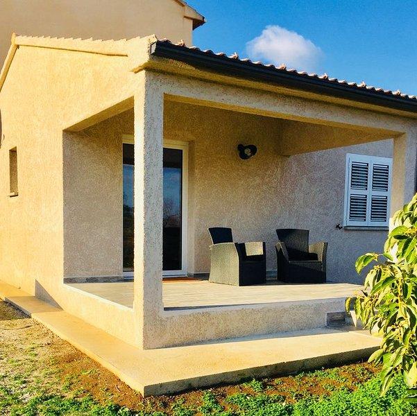 Villa neuve 500M de la plage dans petite station balnéaire, location de vacances à San-Giovanni-di-Moriani