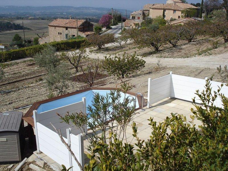 Gîte au pied du Mont Ventoux avec piscine, location de vacances à Bedoin