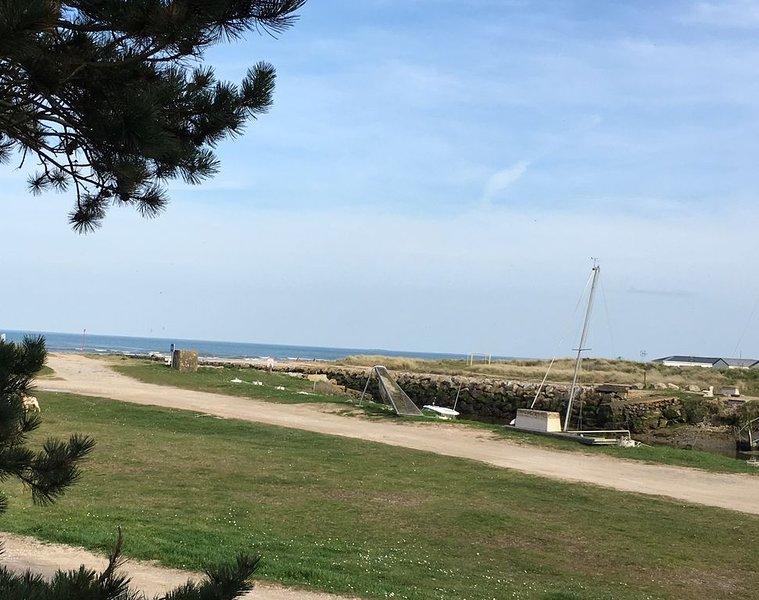 Belle maison en bord de mer avec vue dans un cadre tranquille et verdoyant, casa vacanza a Saint-Floxel