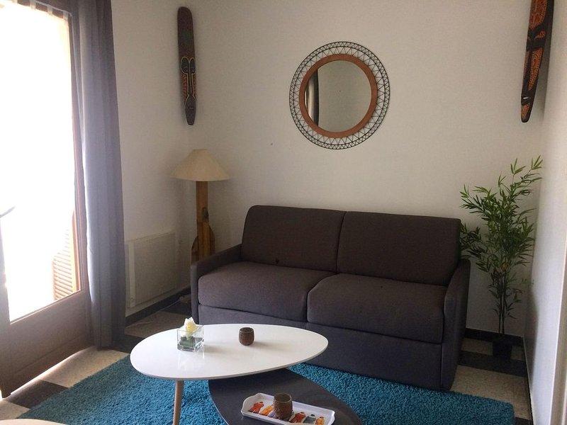 Appartement climatisé situé à 150 mètres de la plage, holiday rental in Vico
