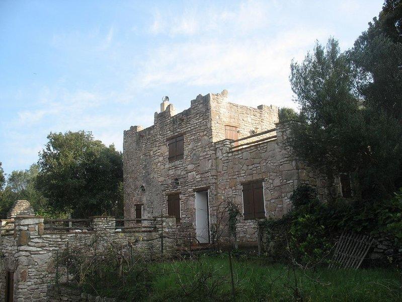 Villa de charme au cœur du maquis, casa vacanza a Bonifacio