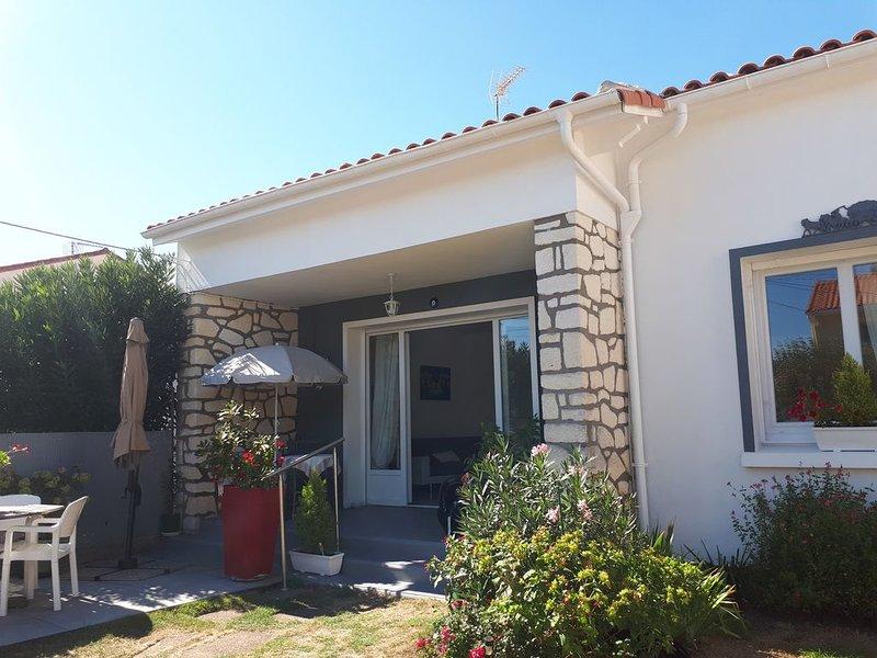 Belle maison de vacances proche centre ville et plages, vakantiewoning in Medis