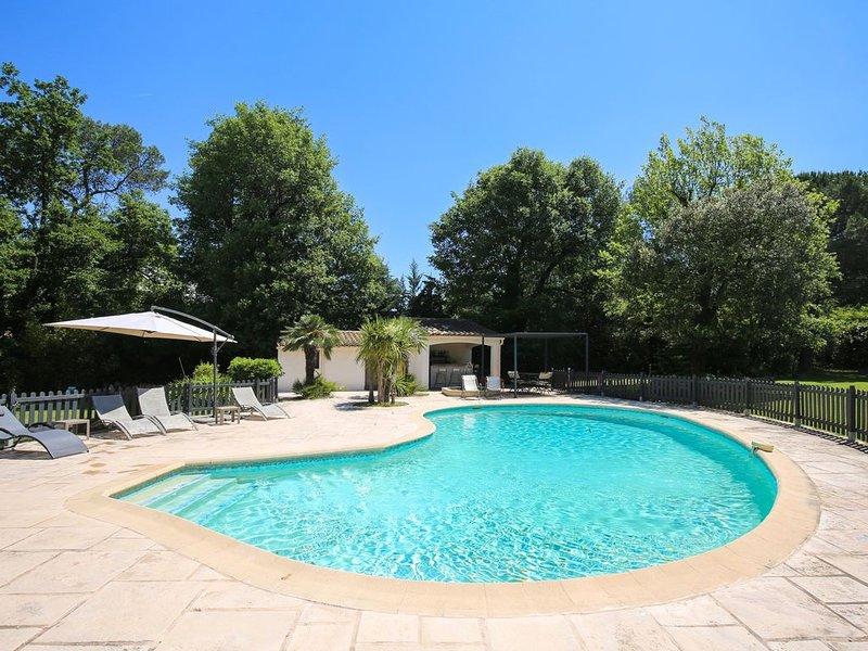 Superbe Appartement indépendant de charme dans villa privee, parc 5000 m2, vacation rental in Valbonne