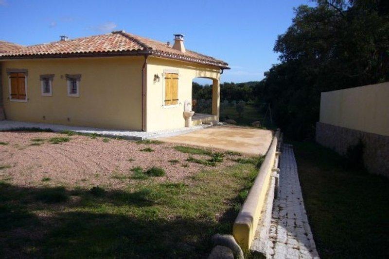Mini villa tout confort contemporain (neuf), alquiler de vacaciones en San-Gavino-di-Carbini