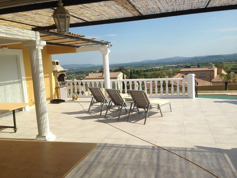 VILLA PISCINE SUD ARDECHE 10 COUCHAGE ANIMAUX, vacation rental in St Just d'Ardeche