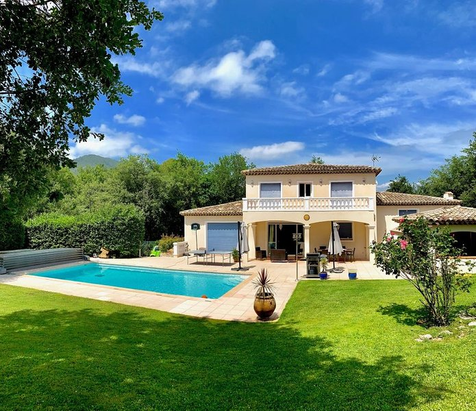 Villa avec piscine et jardin privés/ Cote d'Azur, holiday rental in La Gaude