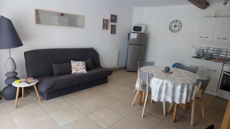Appartement Duplex au calme, à 200 mètres du centre, location de vacances à Autoire