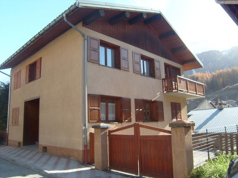RESIDENCE STELLINA***LOCATION DE DEUX BEAUX CHALETS CONTIGUS**, vacation rental in Val-Cenis