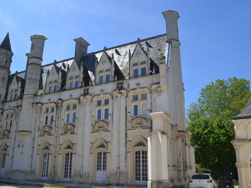 Maison avec vue sur le Château des Hautes Montées, holiday rental in Saint-Hilaire-Saint-Mesmin