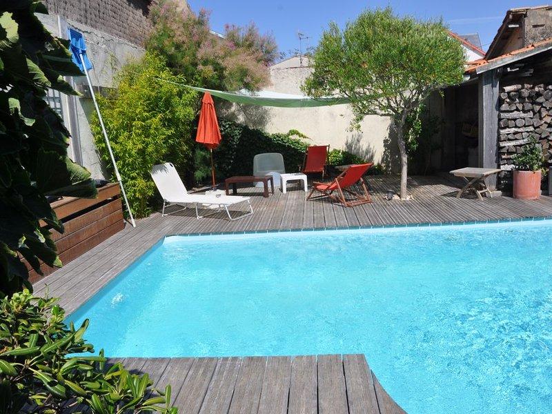 Châtelaillon-plage belle villa 6 personnes piscine chauffee 10m de la plage., holiday rental in Saint Vivien
