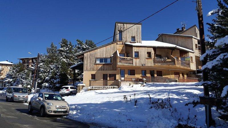 En pied de piste, à 100 mètres des remontées méc, holiday rental in Serrat