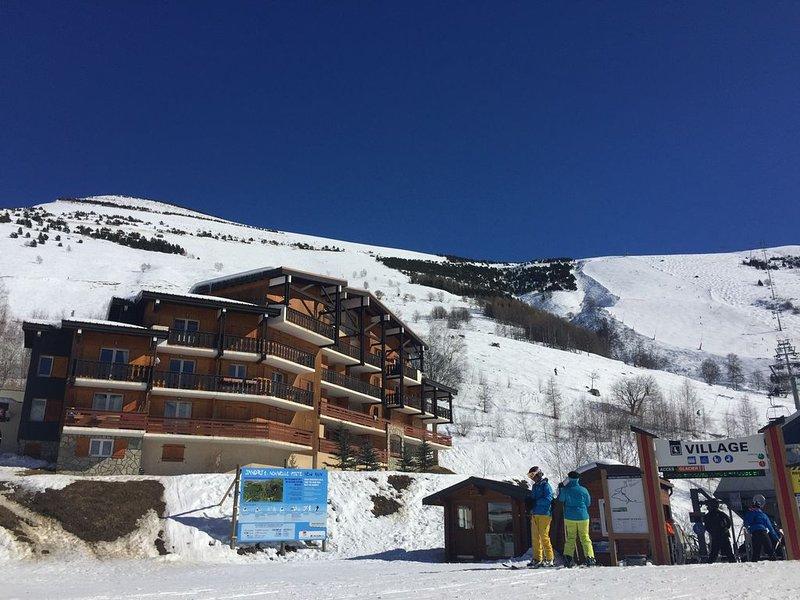 °´Coup de Coeur´° Appt de charme 6p.40m2-Pied des pistes-Vue panoramique balcon, alquiler vacacional en Les Deux-Alpes