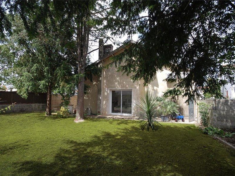 Villa avec son jardin, location de vacances à Ternant