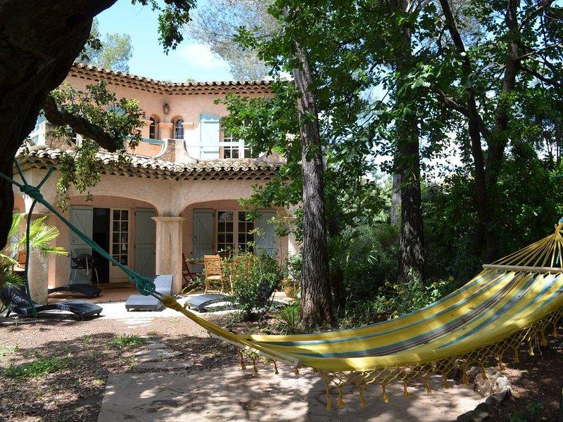 Villa 6 Personnes Saint Raphaël 5 min voiture de la Plage, 2 min Golfs, holiday rental in Saint-Raphael