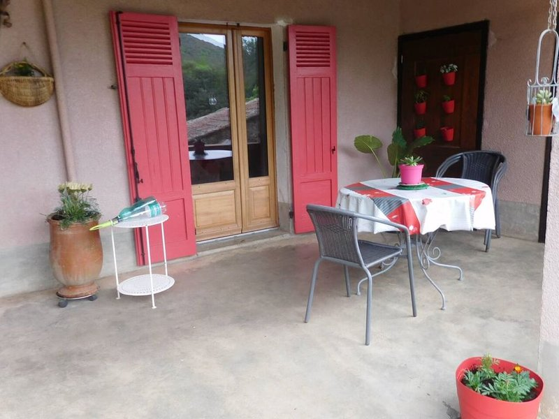 VILLAGE DE MIALET maison avec jardin, holiday rental in Corbes
