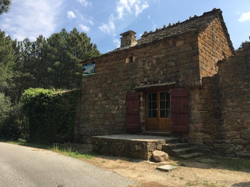 Logement sans électricité, location de vacances à Malarce-sur-la-Thines