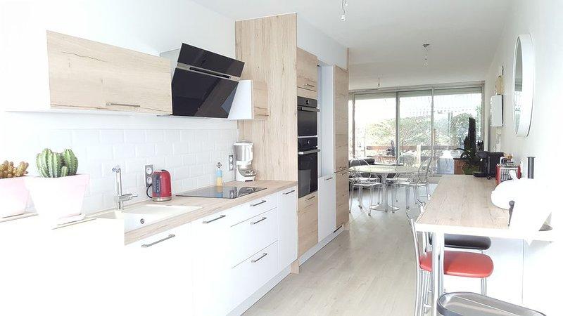 Appartement 74m , Parking, Rez -jardin, Vélos, Clim, Wifi, Terrasse, holiday rental in La Grande-Motte