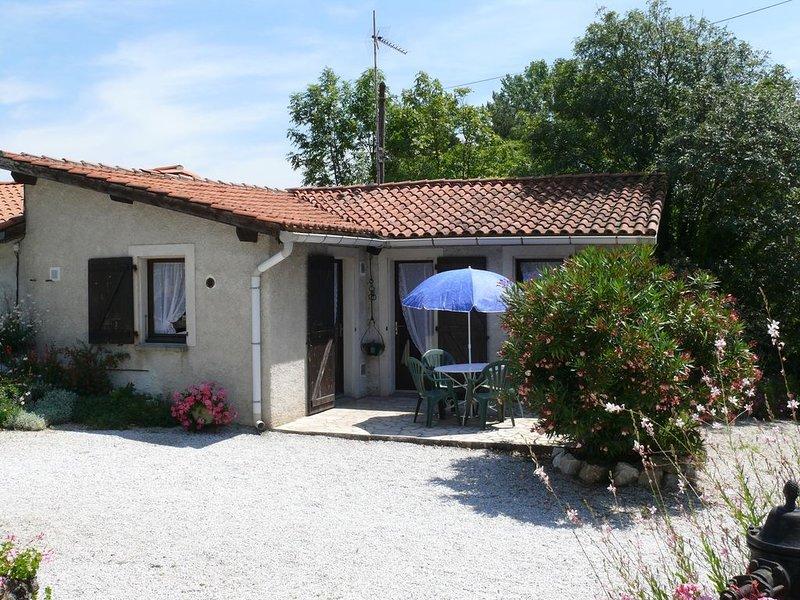 Maisonnette dans résidence St Ferréol le lac, holiday rental in Saint-Felix-Lauragais