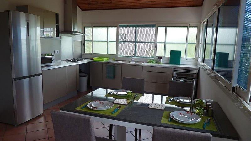 Haut de villa meublé spacieux vue mer, casa vacanza a La Possession