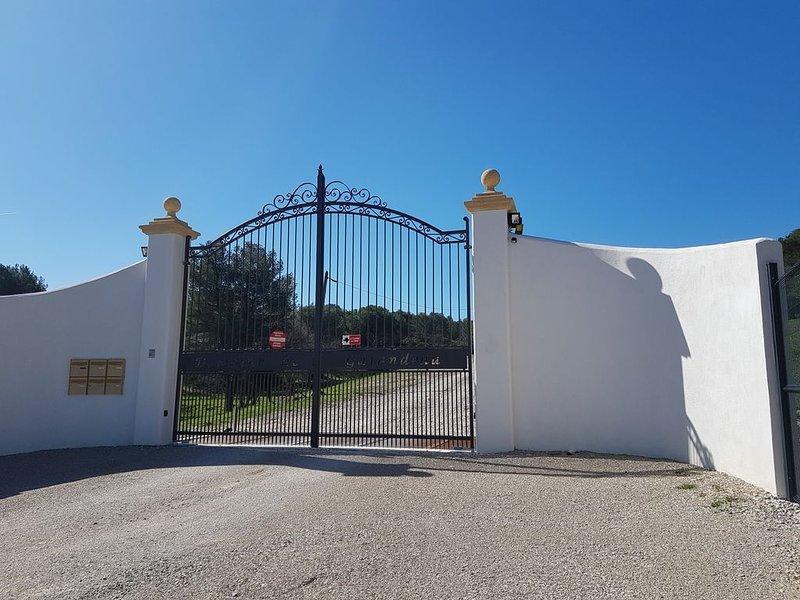 le hameau de Garandeau 4 Mas  (31 p. , 4 maisons indépendantes,50 Hectares), holiday rental in Coudoux