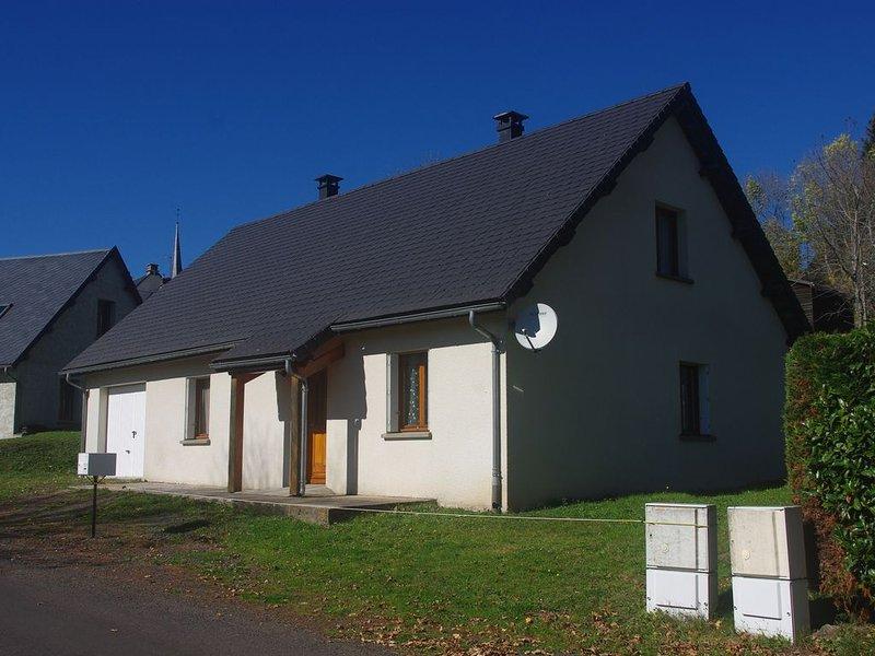 L'Ancolie à Picherande, location de vacances à Saint-Genès-Champespe