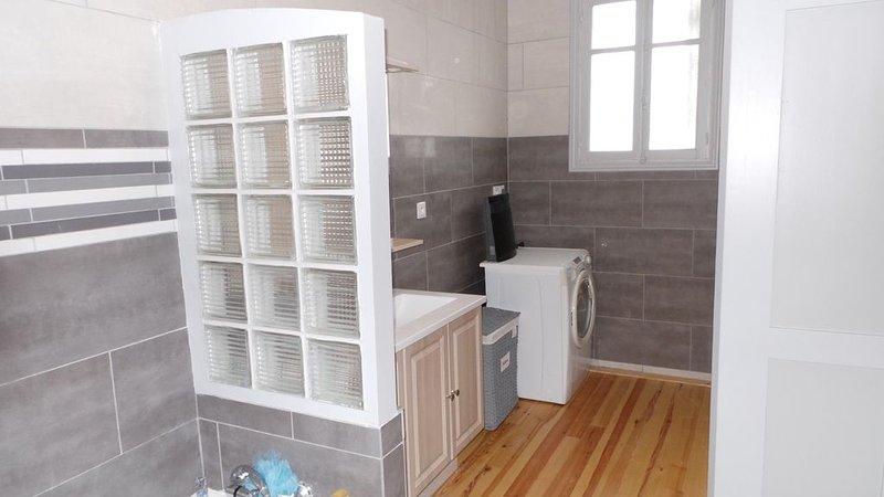 Bathroom room right
