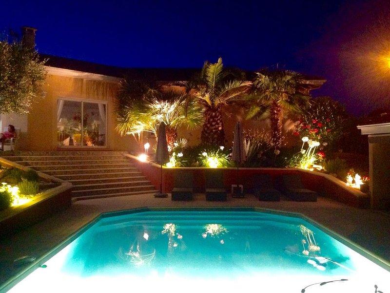 Jolie villa avec piscine ,lumineuse ,au calme aux portes de Bordeaux, holiday rental in Bouliac