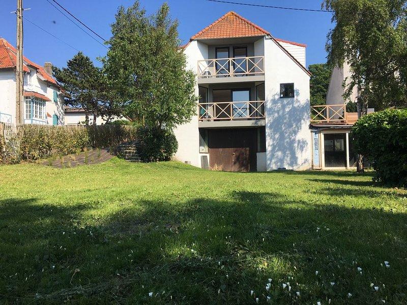 SUPERBE MAISON DE FAMILLE CENTRE VILLAGE DE WISSANT VUE SUR MER GRAND JARDIN, holiday rental in Audinghen