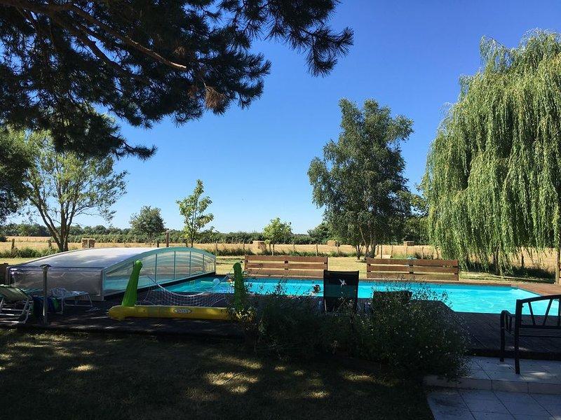 Gite Châteaux de la Loire avec piscine - Au calme - Authenticité et confort, holiday rental in Ballan Mire