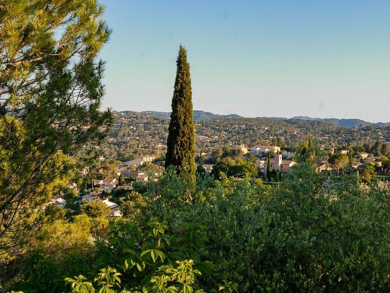 Entre Côte d'Azur et plateaux provençaux, vie douce au soleil pour 8 personnes, location de vacances à Spéracèdes