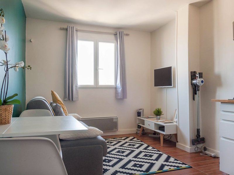 Bleu du Roi, studio cosy, vacation rental in Guyancourt