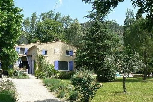 Maison avec grand jardin, piscine et terrasse couverte - vue sur la montagne – semesterbostad i Eygaliers