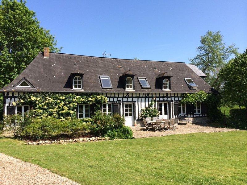 Grande chaumière normande située à Sotteville-sur-Mer, village au bord de la mer, holiday rental in Angiens