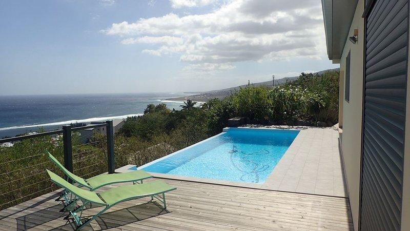 Magnificent unobstructed sea views, casa vacanza a Saint-Leu