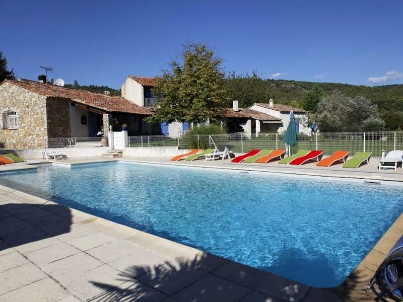 Le Mas Des Volets Bleus ' les Rosiers ', holiday rental in Villecroze