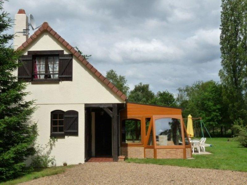 PRORIETE AVEC PISCINE CHAUFFEE 3*, holiday rental in La Ferte-Beauharnais