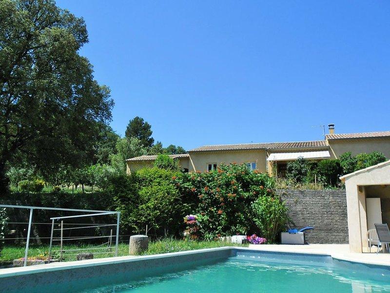 Villa en LUBERON proche de ROUSSILLON avec piscine, Ferienwohnung in Saint-Saturnin-les-Apt