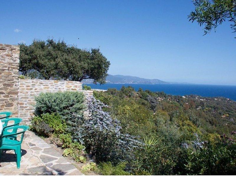 Belle Villa avec superbe vue mer  dans le domaine du Gaou Bénat, location de vacances à Cap Benat