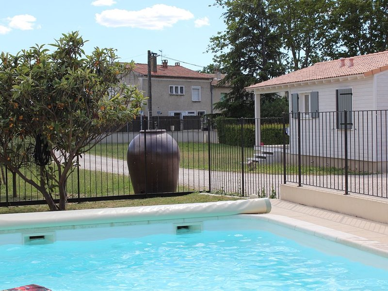 Chalet en Provence avec Piscine, Parking, Wifi, Proche Avignon, Luberon..., location de vacances à Châteauneuf-du-Pape