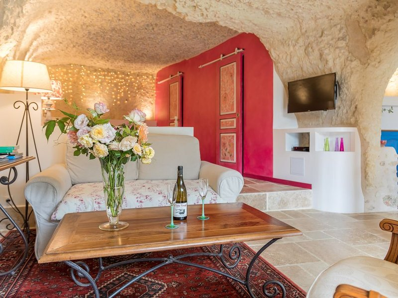 Gîte troglodytique en Touraine : charme & insolite, vacation rental in Chancay