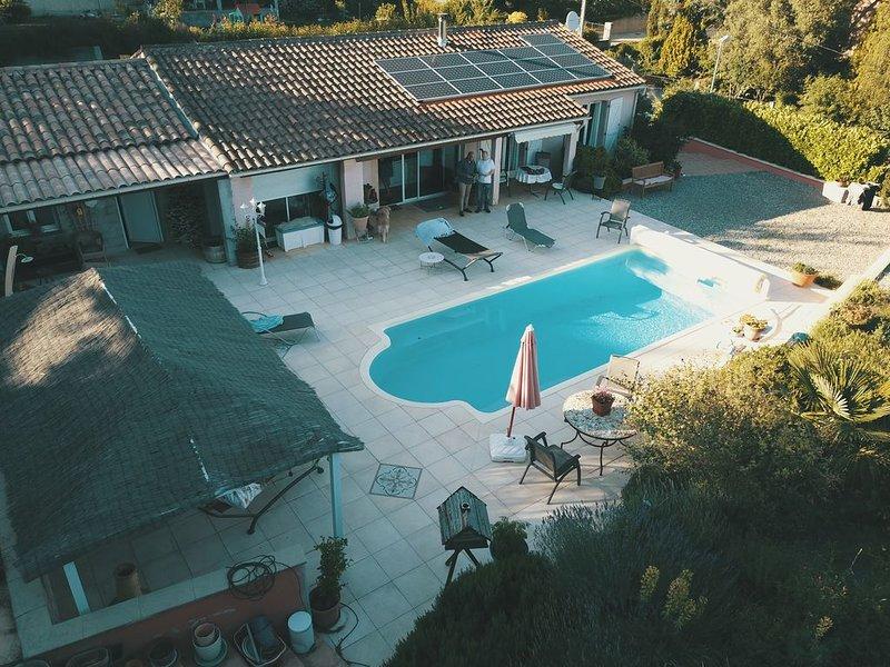 Villa 4 ch.  avec 3 sdb et piscine chauffée, holiday rental in Saint Martin de Villereglan
