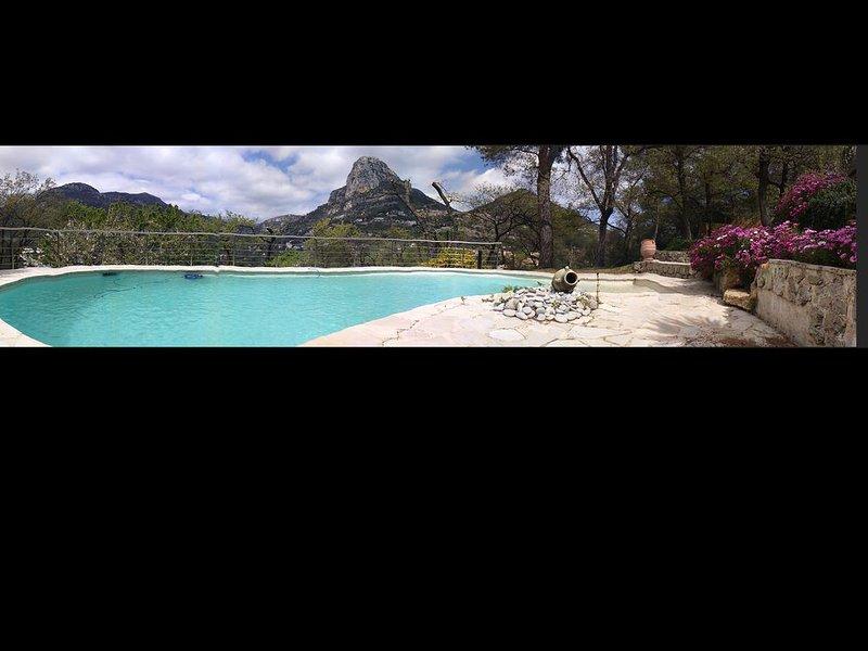 Rez villa 3P avec piscine  vue panoramique, village provençal, 15 mns de la mer, vacation rental in Saint-Jeannet