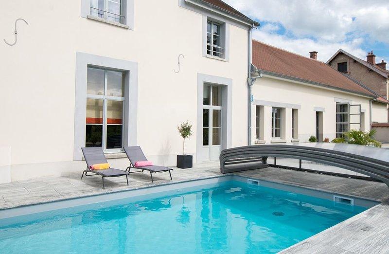 Grand gîte de Charme en Champagne avec piscine chauffée, holiday rental in Marne